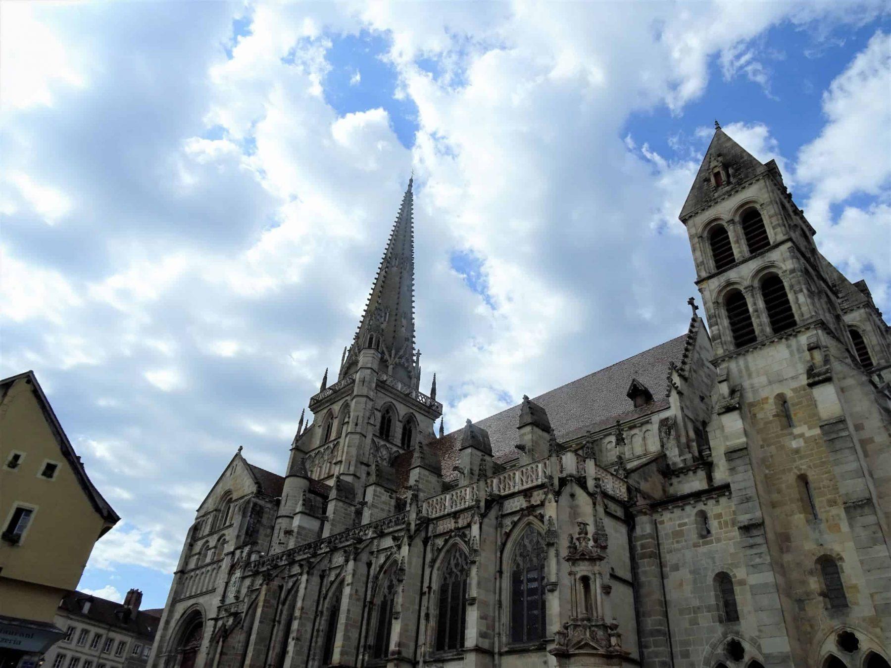 Extérieur cathédrale Saint Lazare